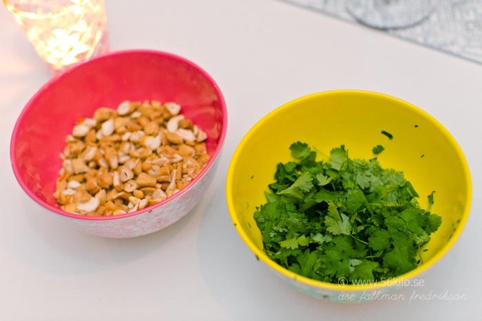 stekta äggnudlar med kyckling recept